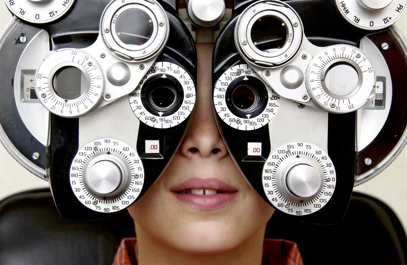 Child getting his eyes tested
